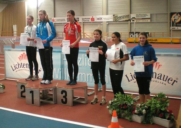 Nathalie (rechts) freut sich über 4 Bestleistungen und Platz 6
